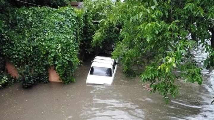 Последствия урагана в Ростове-на-Дону: Город поплыл после очередного ливня