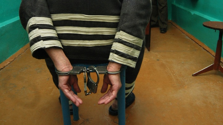 Житель Балея снял со счета спящей собутыльницы 100 тысяч рублей