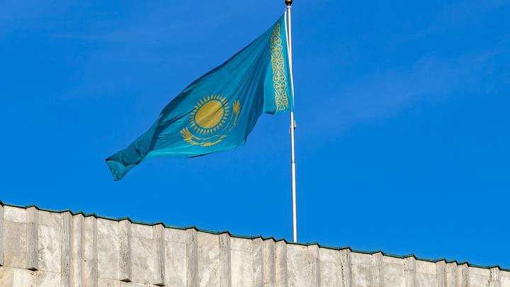 Казахстан берёт русских на