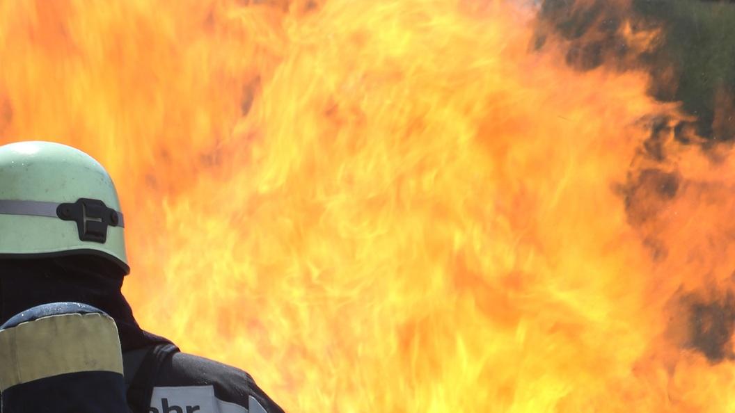 ВНальчике площадь пожара нарынке достигла 2-х  тыс.  квадратных метров