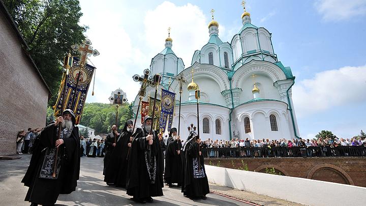 Люди в балаклавах и рясах захватили 50 храмов - управделами Украинской Церкви