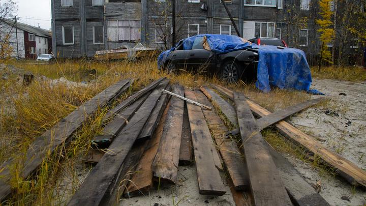 В Курске замерзающие жители аварийного дома пришли ночевать в администрацию. Чиновники позвонили в полицию