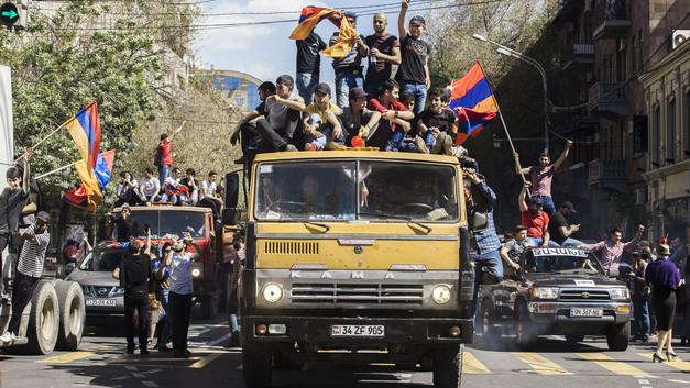 Случиться может всякое: МИД России призвал граждан к особой осторожности 8 мая в Ереване