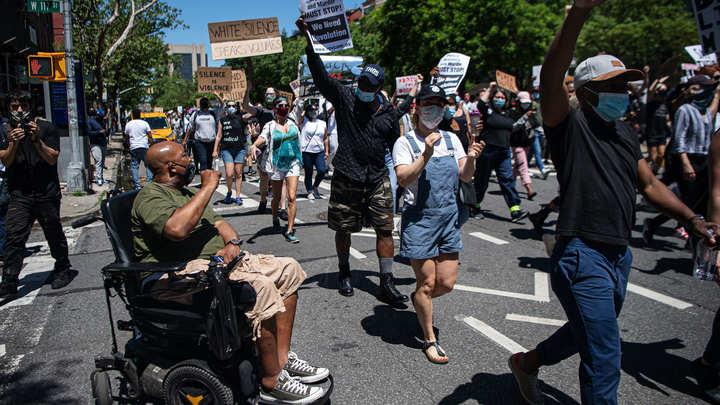 Тёпленькая пошла: Либералы занялись распространением фейков по соцсетям из-за беспорядков в США