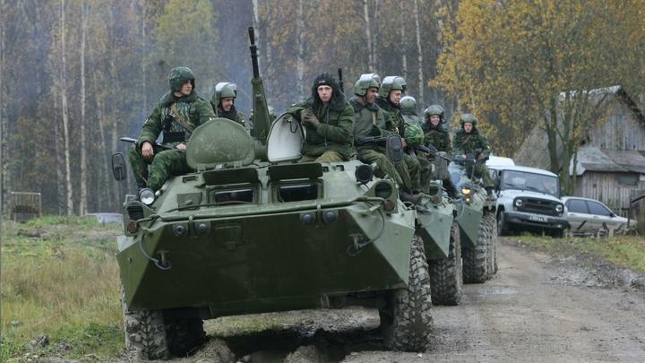 Работает и в воздухе, и под водой: Российским военным выдали смартфоны по 115 тысяч рублей