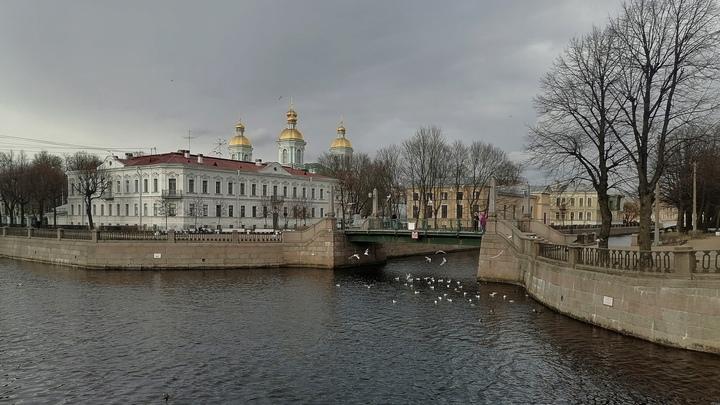 Что изменится в Санкт-Петербурге с 1 августа 2021: добавка к пенсии, выплаты школьникам и фуд-корты