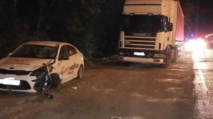 В Новосибирске автомобиль такси насмерть сбил пешехода