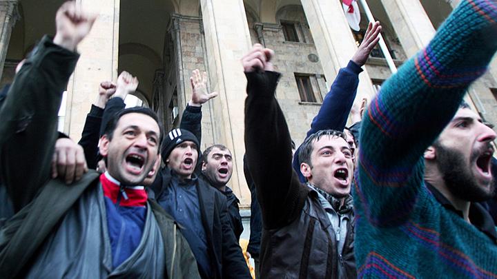 Теперь Сорос лишит финансирования. Грузины назвали Познера русским, а навальнята Крым – российским