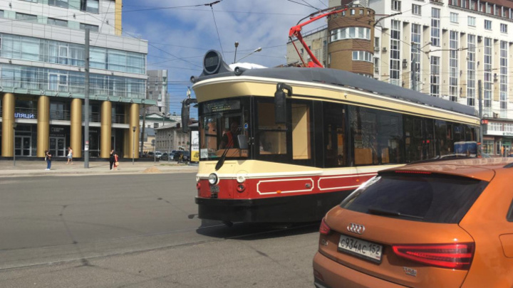 Нижегородэлектротранс рассказал, почему у нового ретро-трамвая треснутое стекло