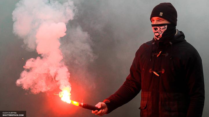 Атака газом: Укронацистов выгнали из здания горсовета Киева