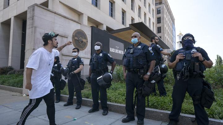 Жёсткая зачистка после месяца сантиментов: Полицейские ликвидировали автономную зону в Сиэтле