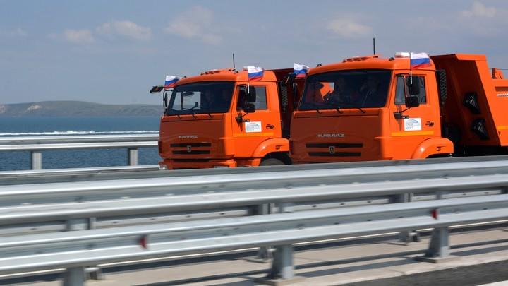 Трансформеры и Крымский мост: Путин за рулем грузовика стал героем «блокбастера»