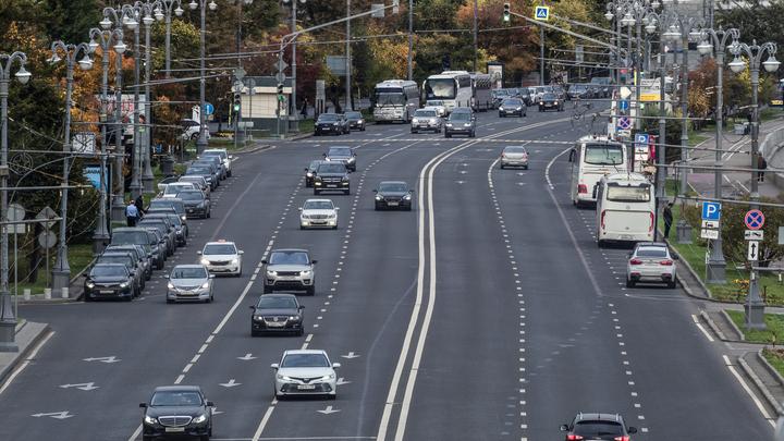 На безопасность движения влияет качество дорог, а не цвет разметки – эксперт