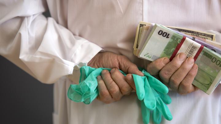Деньги есть, но мы вам их не дадим: Фонд соцстрахования Украины прекратил выплату больничных и декретных