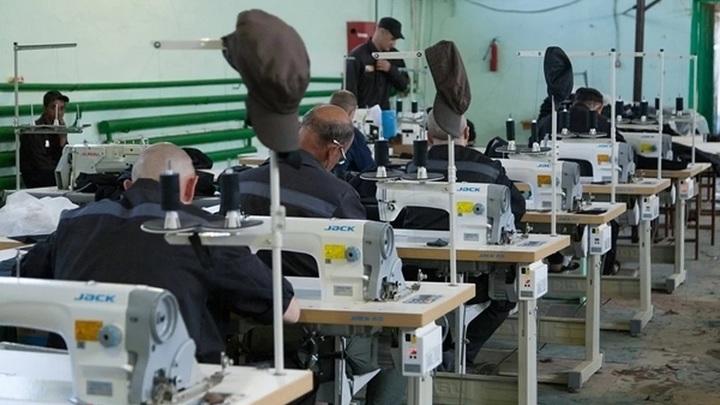 Зэков привлекли к борьбе с коронавирусом: в ростовских тюрьмах начали шить медицинские маски