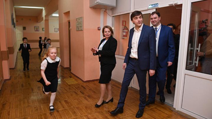 Учителям на «удаленке» в Челябинской области сохранят прежнюю зарплату