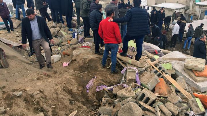 Разрушены дома, погибли люди: В Турции произошло землетрясение