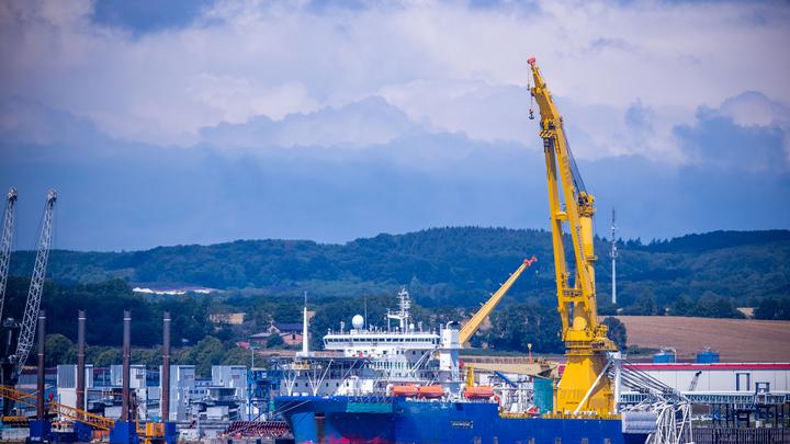 Загадочное судно в немецком порту связали с Северным потоком - 2: Как ФРГ спасается от санкций США