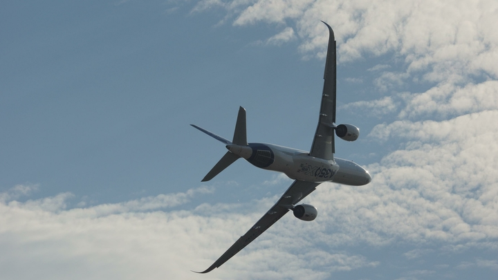 Вылетевший из Москвы в Астрахань Boeing возвращается обратно из-за отказа двигателя