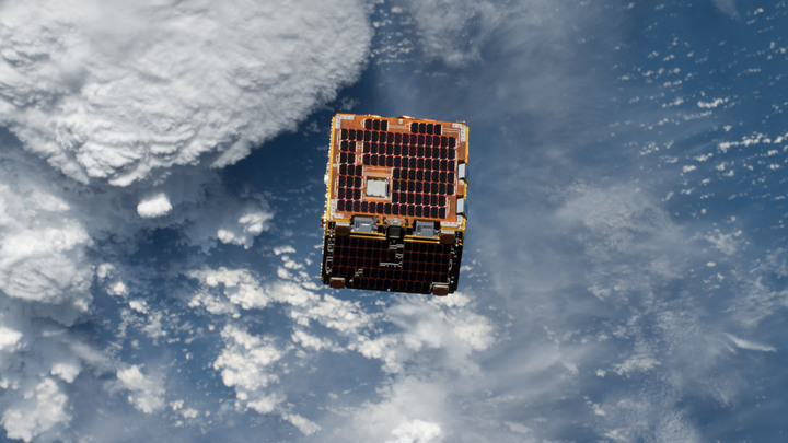 В России засекли микроспутник, который лавировал между основными сателлитами связи и телетрансляций