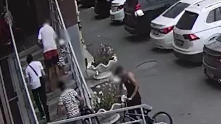 В Челябинске суд наказал соседей, избивших подростков после падения ребенка с крыльца