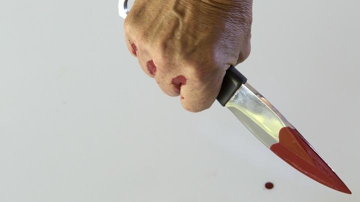 Подушка в крови, ножом два отверстия: Отчим хладнокровно рассказал об убийстве пасынка