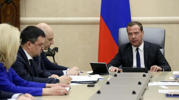 «Медведев исчерпал терпение Путина»: В Сети вновь запустили информацию об отставке премьера