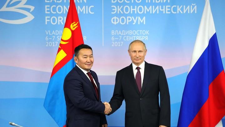 Путин с премьером Японии и президентом Монголии наградили юных дзюдоистов