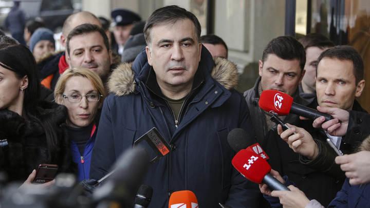 Всеобщая мобилизация: Активисты готовятся вновь отбить Саакашвили у правоохранителей