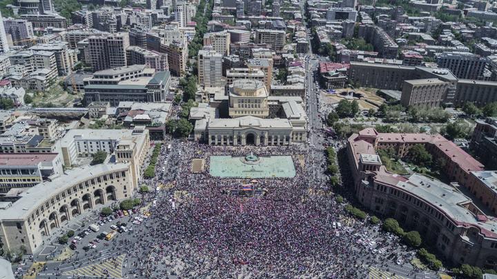 Республиканцы сдались: Парламент Армении встал на сторону оппозиции