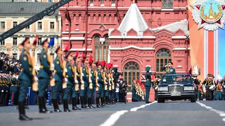 Не забудьте дома зонтик: Синоптики рассказали о погоде в День Победы в Москве