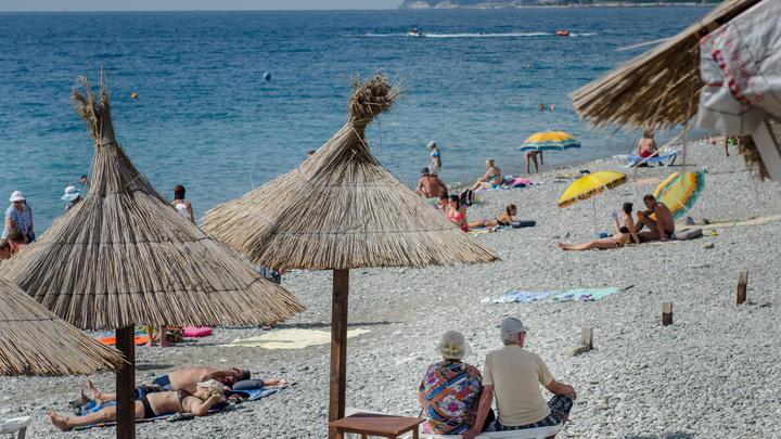 Маска на пляже - перебор или необходимость: Врач об использовании СИЗ на отдыхе