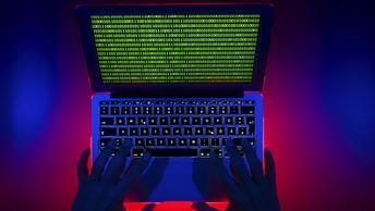 ЦБ: В новогодние праздники хакеры пощипали банковские счета граждан России