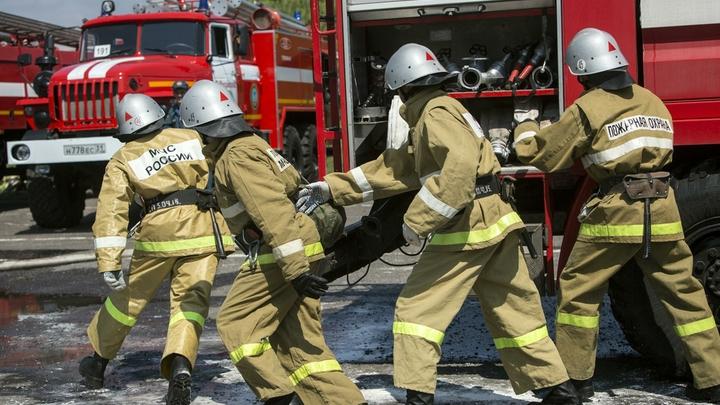 Житель Анапы вылез на карниз четвёртого этажа, спасаясь от пожара в квартире