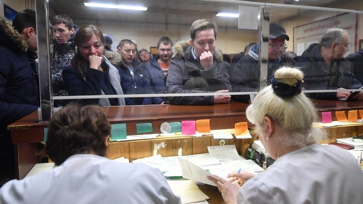Сложность дозвона до нижегородских поликлиник в Минздраве объясняют повышенной нагрузкой на врачей