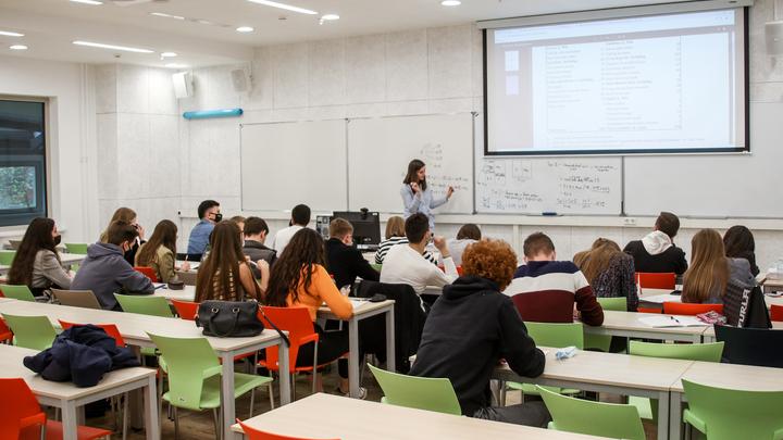 Уволенная за секс-просвет учительница отказалась от заступничества Жириновского: мракобесие