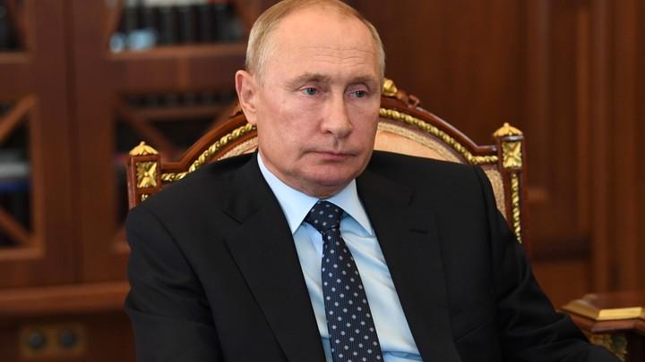 Это он ещё ручку не брал:  Конспирологи усмотрели тайный знак в кортеже Путина
