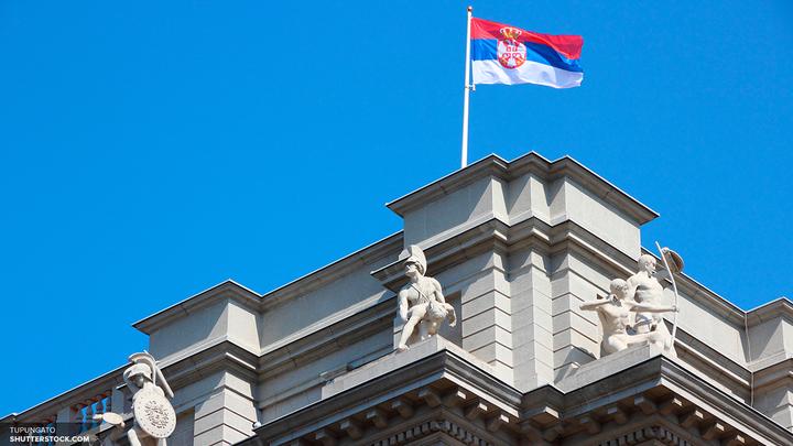 Белград окрасился российским триколором в память о жертвах теракта в Петербурге