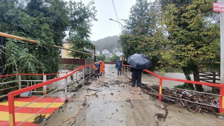 На Кубани ливни подтопили четыре дома и 25 приусадебных участков