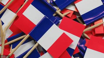 Олланд вышел после голосования со странным подарком избирателей