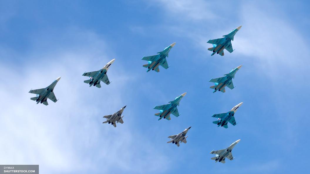 Внебе над Москвой репетируют парад Победы