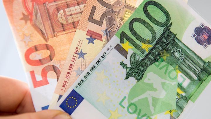 Низкий старт: евро на торгах вырос по отношению к доллару