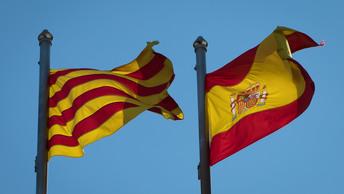 Идем на таран: В Барселоне паром по неизвестным причинам врезался в круизный лайнер