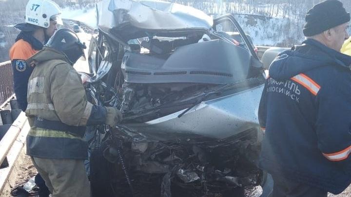 В тройном ДТП под Новосибирском погибли два человека