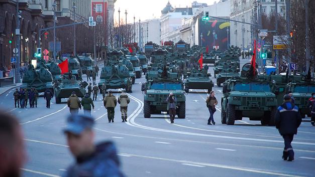 Мир спасут Коалиции Ярсов. Пока они проезжают по Красной площади, с миром всё в порядке