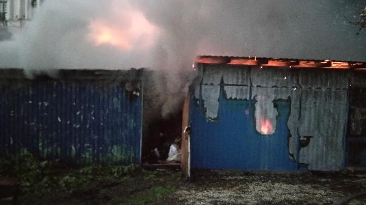Во Владимирской области сгорел торговый павильон под стенами Боголюбовского монастыря