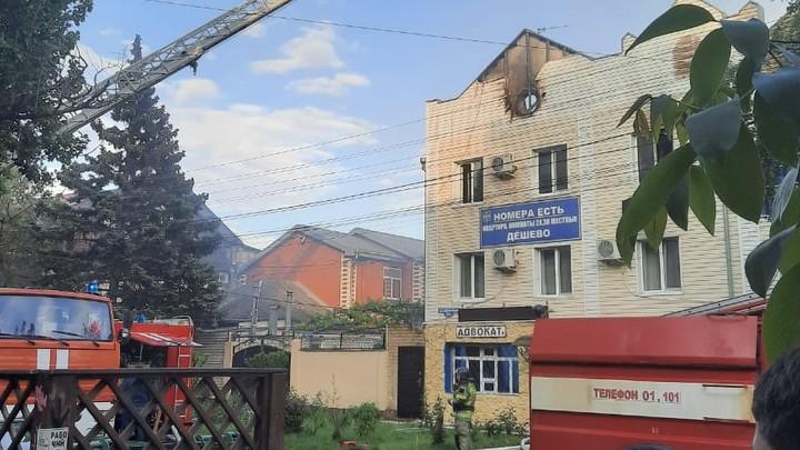 Эвакуировано 12 человек: В Анапе загорелась гостиница