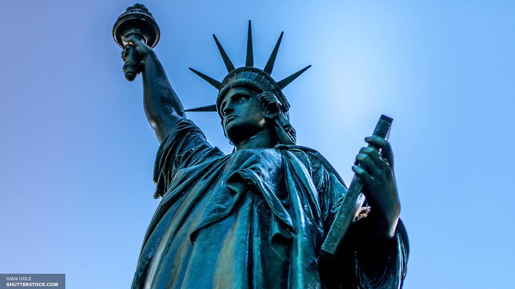 На Бродвее в Нью-Йорке прогремел сильный взрыв - очевидцы