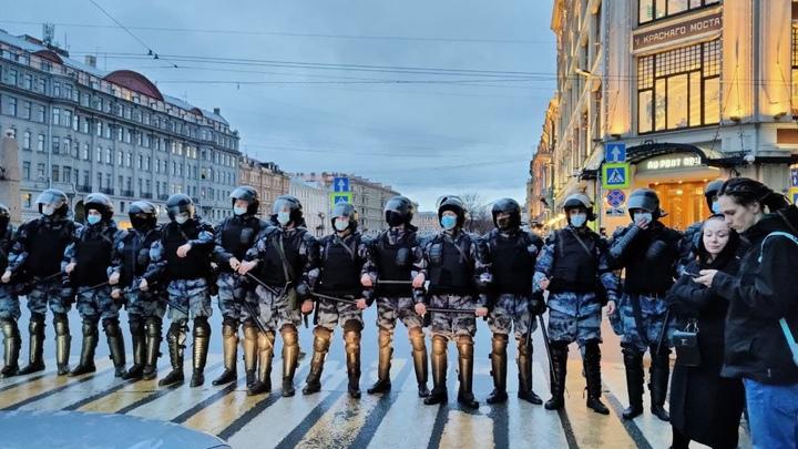 Сусанин координировал: как «навальнята» погуляли в Петербурге на незаконной акции 21 апреля