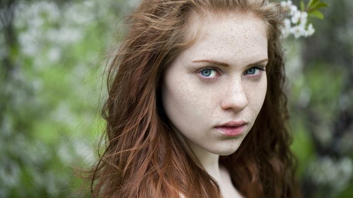 Прыщи, отёки, шелушение: О каких скрытых заболеваниях говорят проблемы с кожей